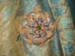 Брошь-цветок  из  натуральной  кожи  и замши