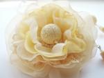 Комплект украшений - бусы и брошь-цветок
