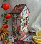 Чайный домик, может быть оригинальным подарком. Помещается 35-40 пакетиков с чаем.