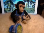 Обезьяка -  шимпанзе Бонобо с крольчонком