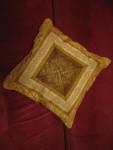 Декоративная подушка в лоскутной технике