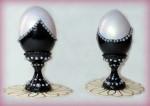 Пасхальные яйца на подставке.