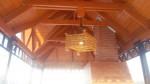 Светильник-люстра из дерева для беседки