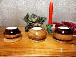 Набор деревянных подсвечников для интерьера с чайными свечами.