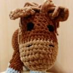 Вязанный плюшевый конь