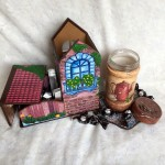 Набор для кухни.Чайный домик с конфетницей, банка для кофе, подставка под горячее.