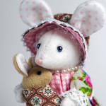 Миссис Мышка с малышом