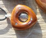 Кулоны с бусинами из металла