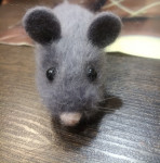 Мышка- брошка, принесет удачу в наступившем году)